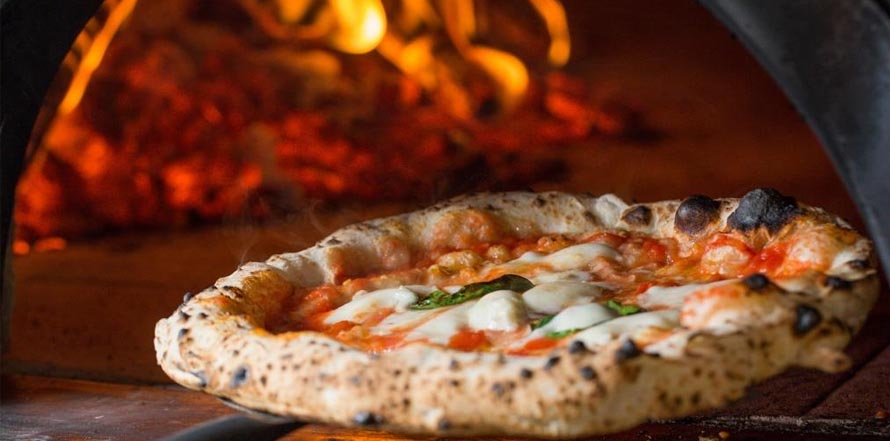 What are the 6 topmost tips to make the tasty wood-fired pizza oven